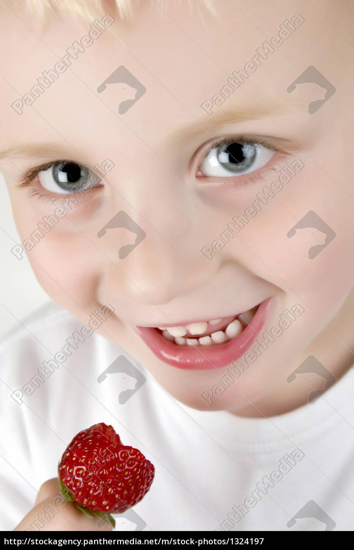 strawberry, eating - 1324197