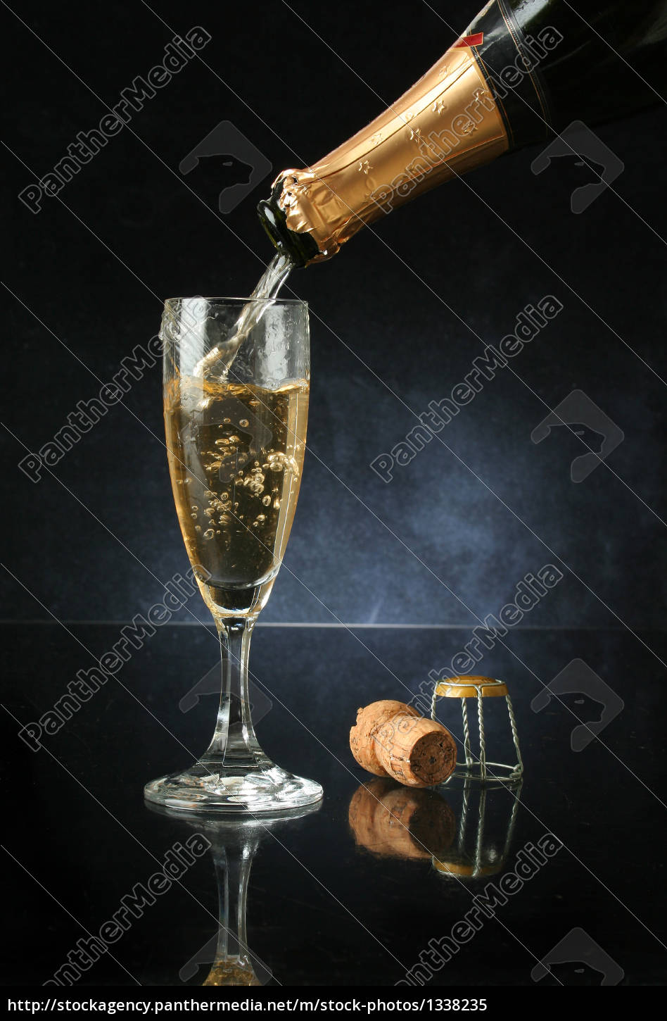 pouring, a, champagne, flute - 1338235