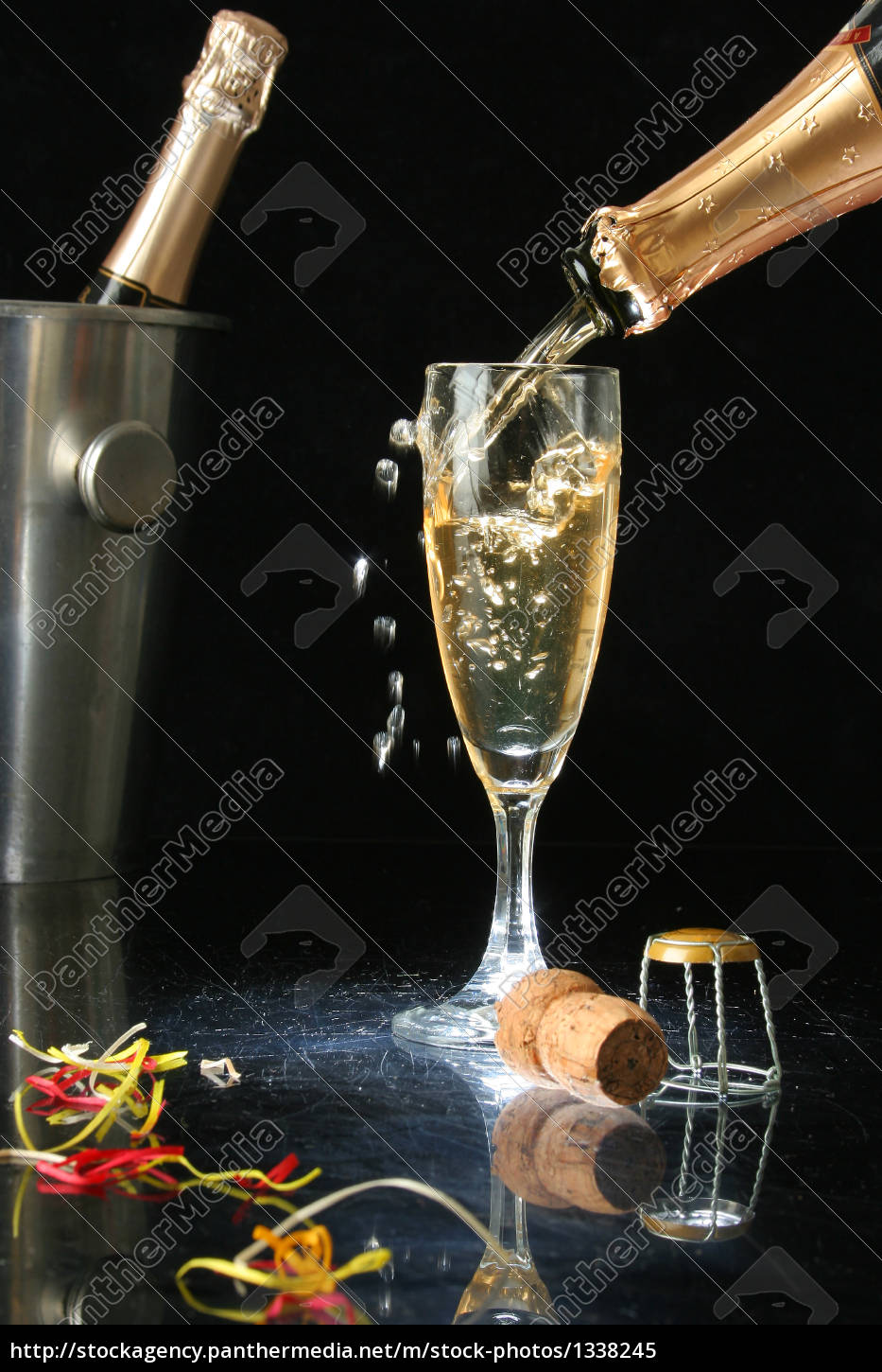 pouring, a, champagne, flute - 1338245