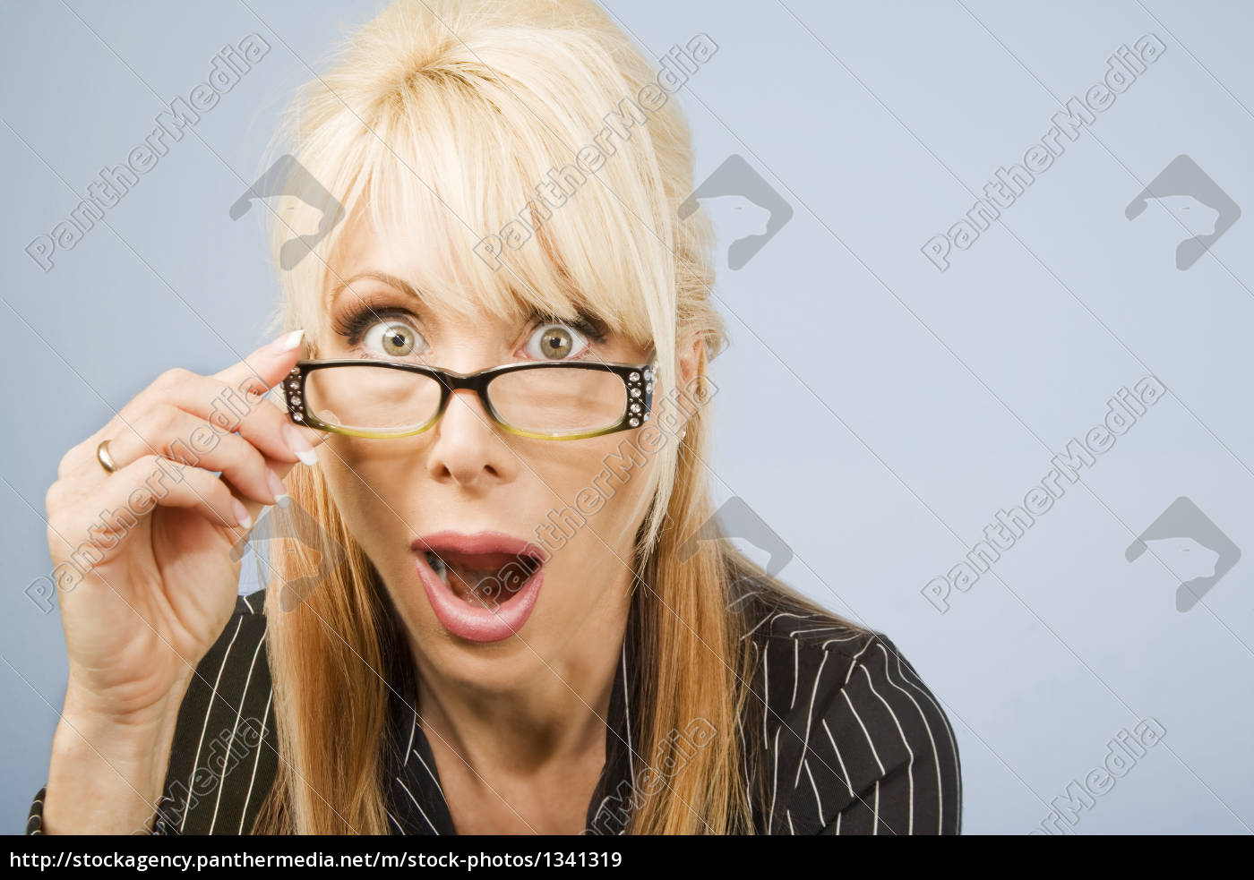 woman, looking, over, her, glasses - 1341319