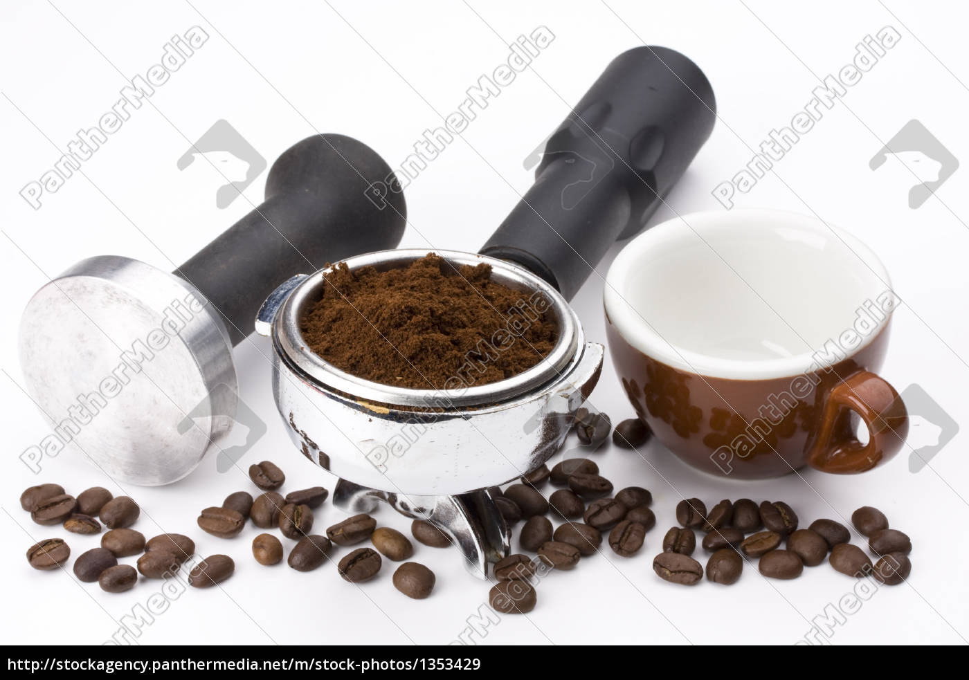 cup, ground, coffee, in, the, filter, holder - 1353429