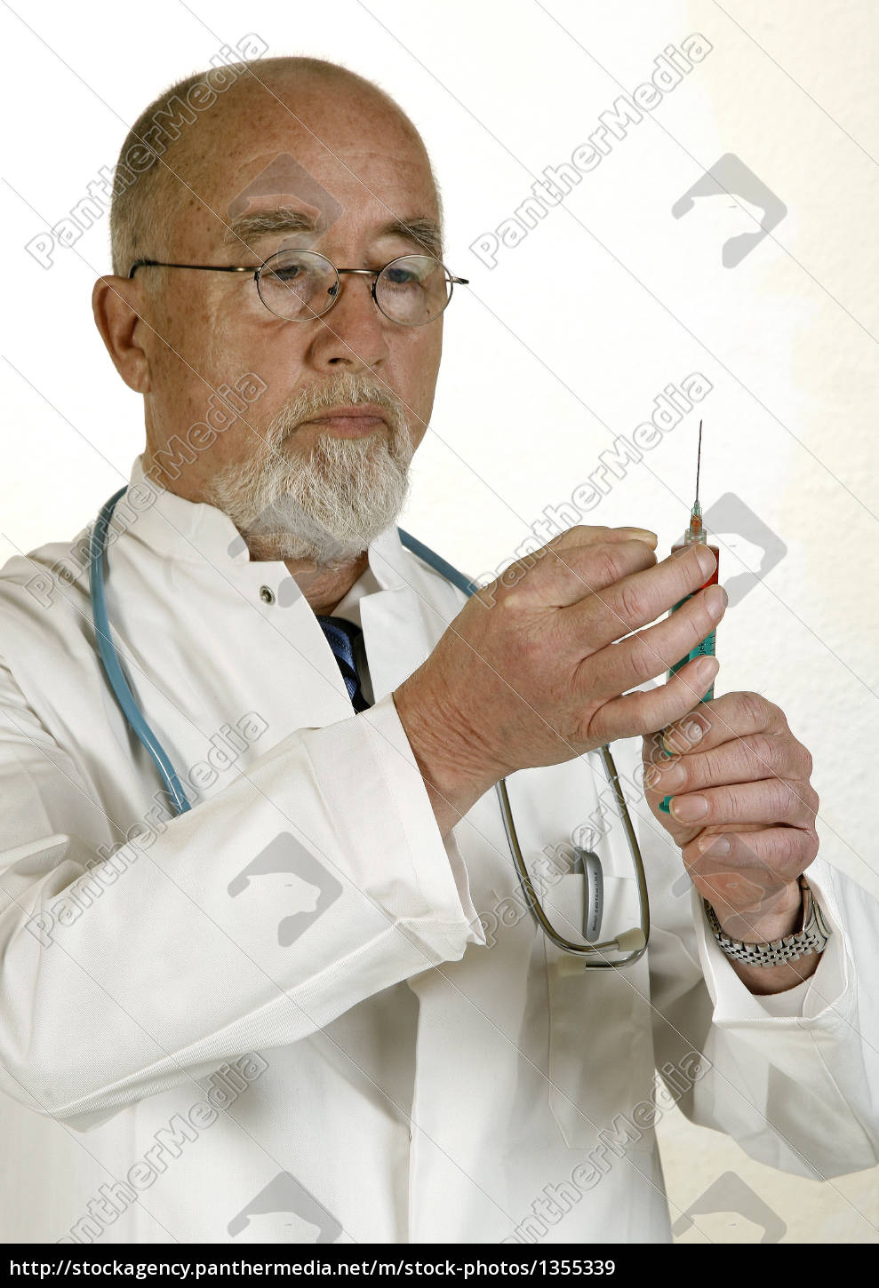 doctor, with, syringe - 1355339