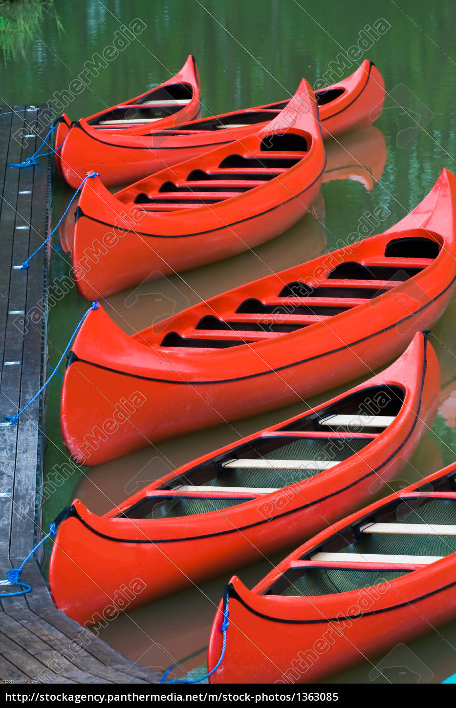 red, canoes - 1363085