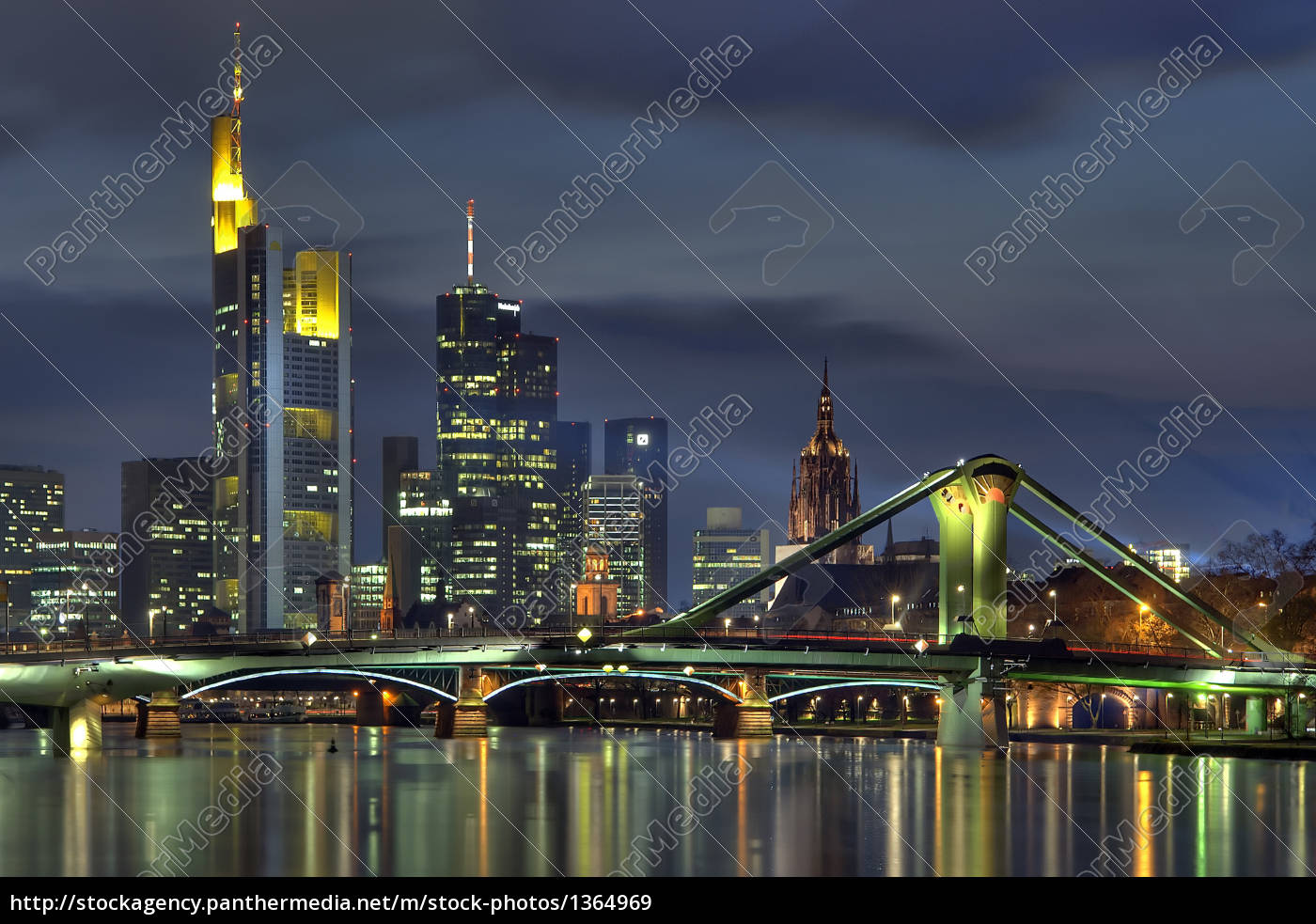 skyline, at, night - 1364969