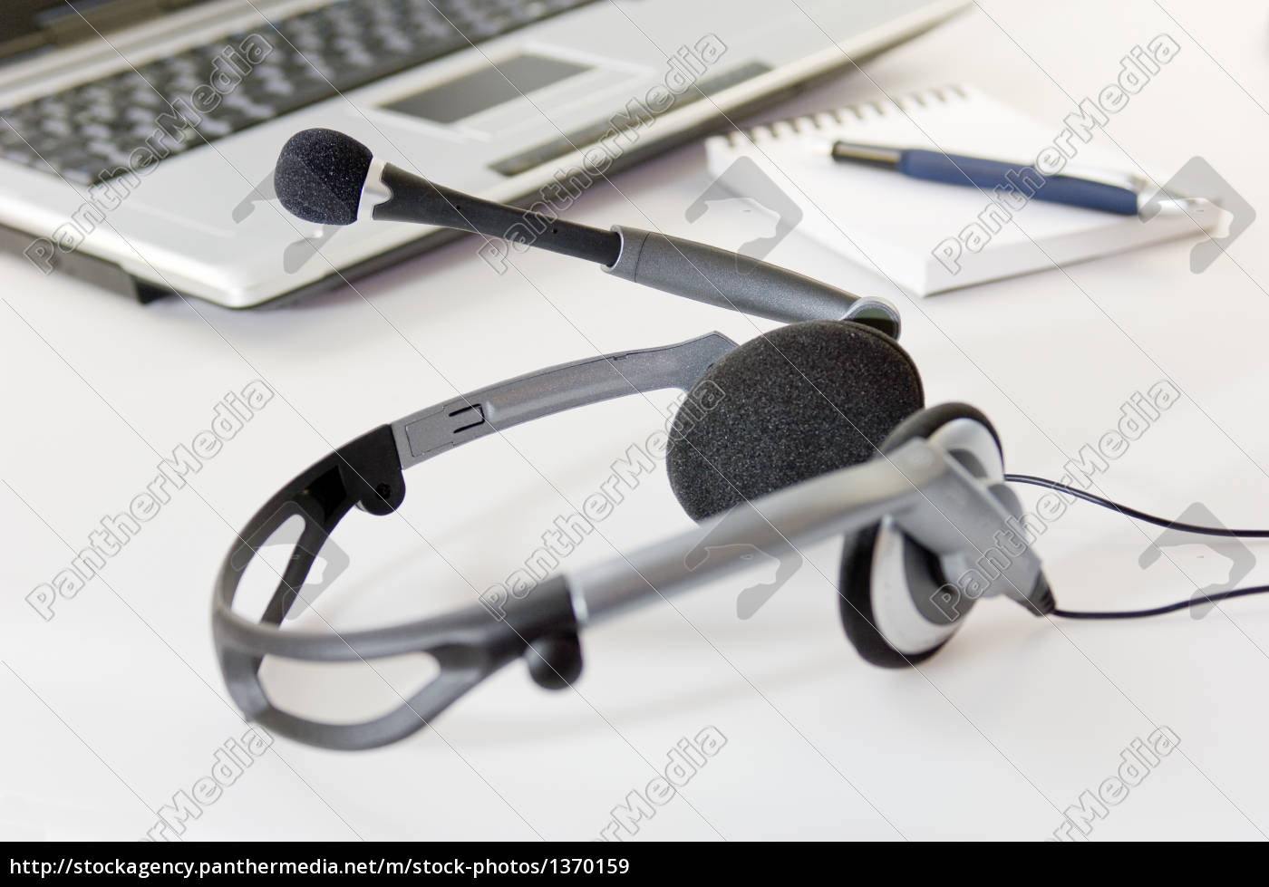 headset, with, laptop - 1370159