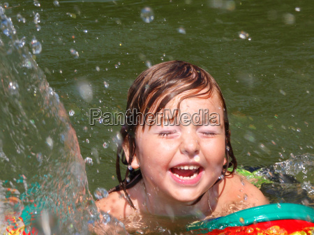 child, in, swimming, pool - 1371807