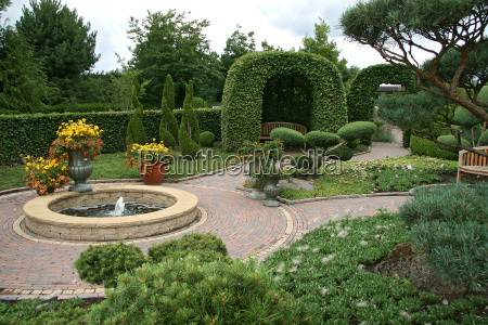 topiaries, in, the, park - 1373405