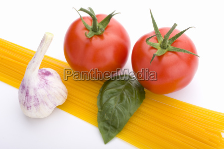 spaghettitomatobasil and garlic