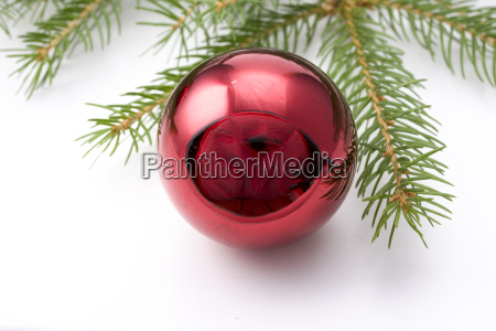 fichtenzweig und weihnachtsschmuck