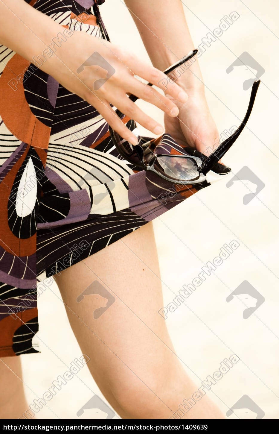 woman, cleans, sunglasses - 1409639