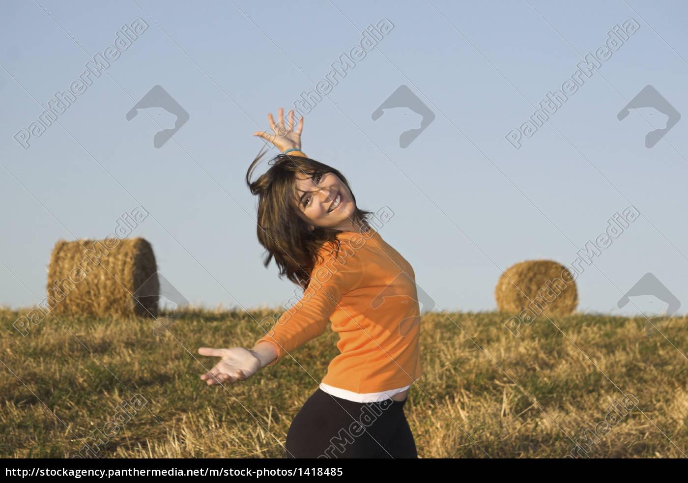 woman, beautiful, beauteously, nice, field, active - 1418485