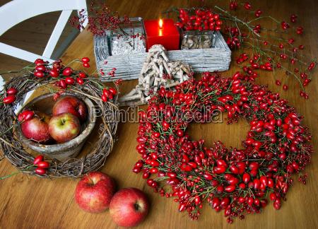herbstdeko with rosehips