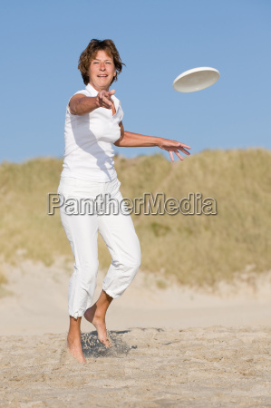 seniors, with, flying, disc - 1547977