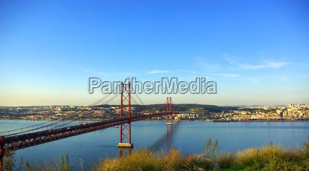 abril bridge lisboa