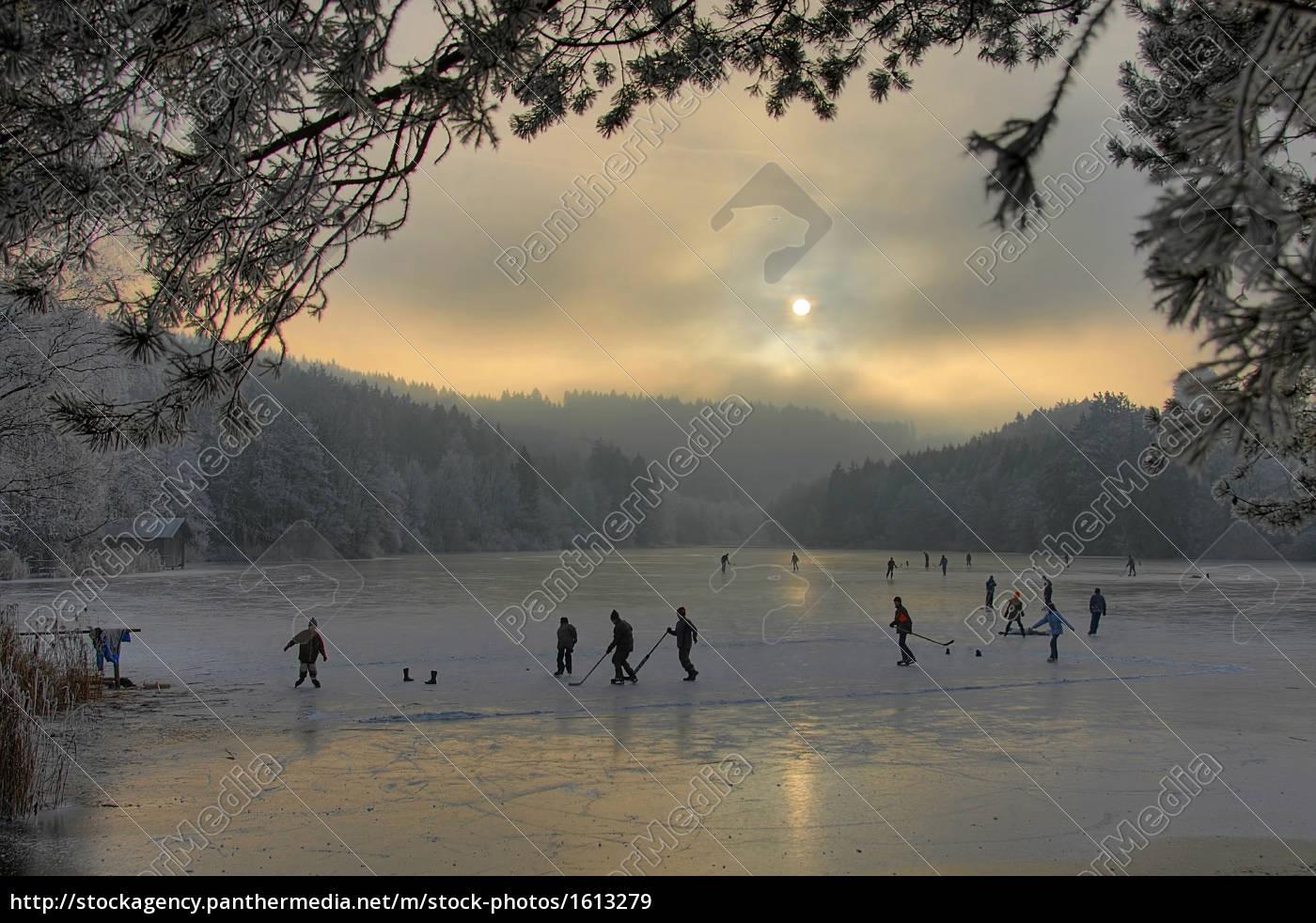 ice, skating, on, the, lake - 1613279