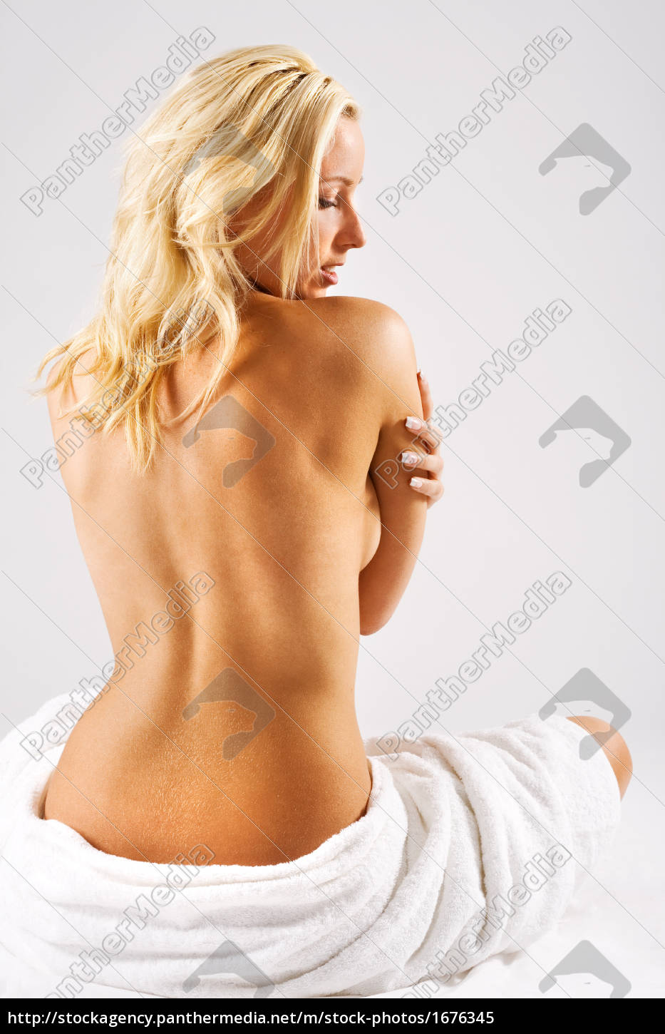blonde, girl, with, bare, back - 1676345