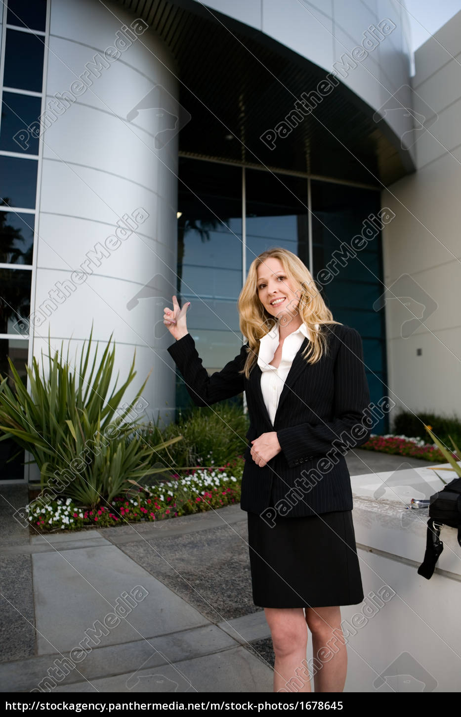 woman, outside, office, building - 1678645
