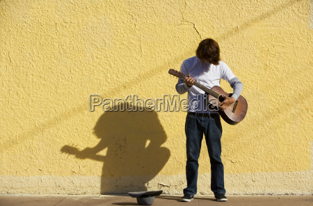 musician, on, sidewalk - 1686403