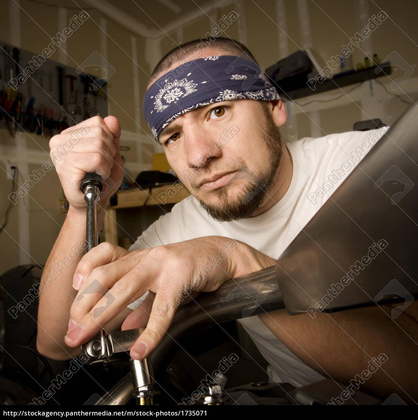 hispanic, mechanic - 1735071