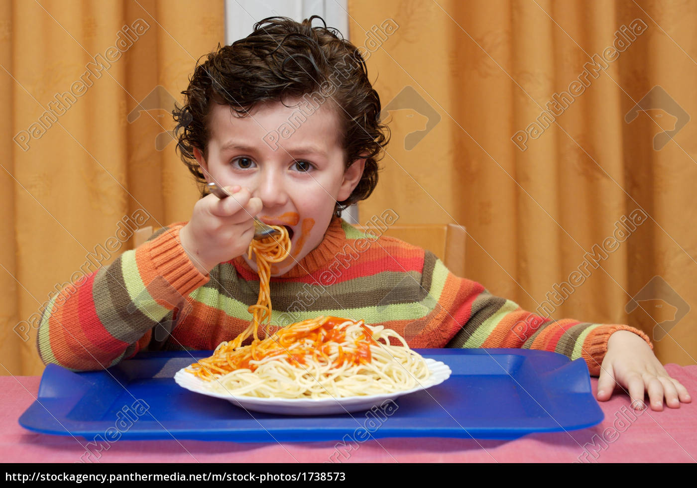 child, eating, in, his, house - 1738573