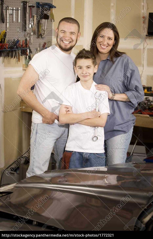 hispanic, family, in, garage - 1772321