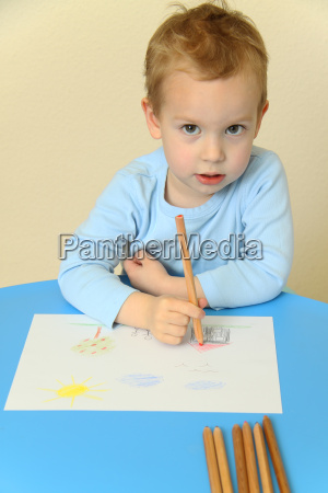 child when painting