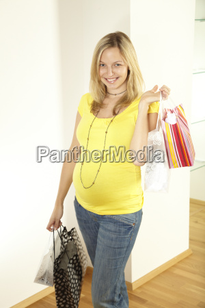 pregnant with shopping bags