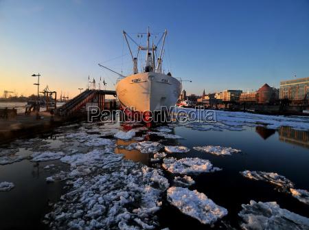ice drift in the hamburg harbor