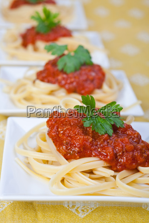 tagliatelle with tomato and parsley