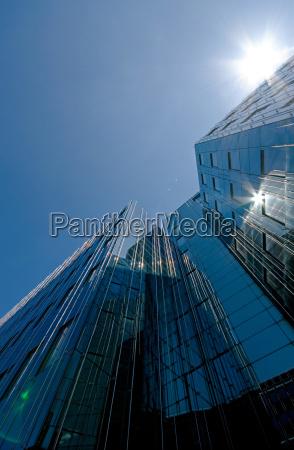 spiegelfassade a berlin high rise building