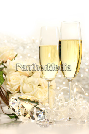 champagne, glasses, ready, for, wedding, festivities - 2200765