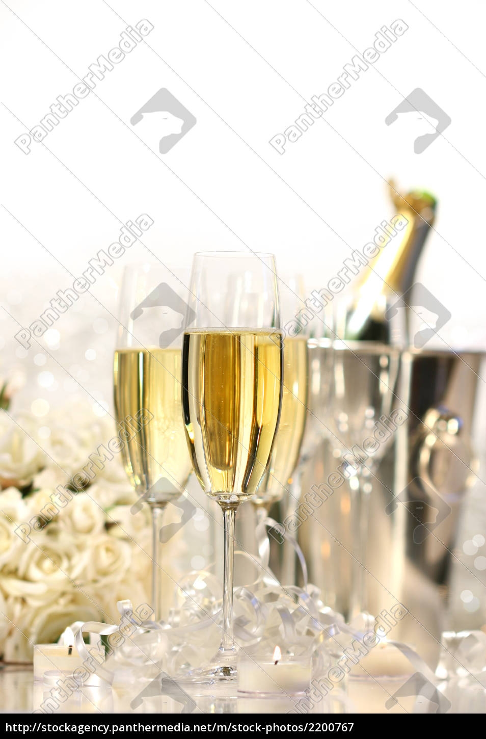 glasses, of, champagne, for, a, wedding - 2200767