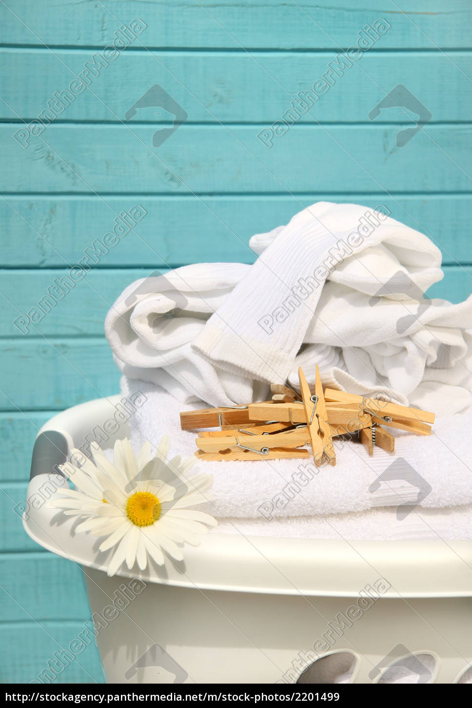 white, , basket, with, laundry - 2201499