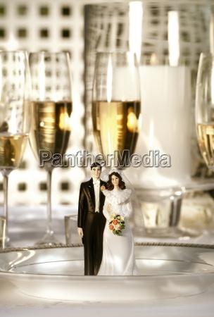 wedding, cake, figurines, on, dinner, plate - 2265673