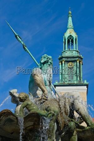 neptune fountain with marienkirche on alex