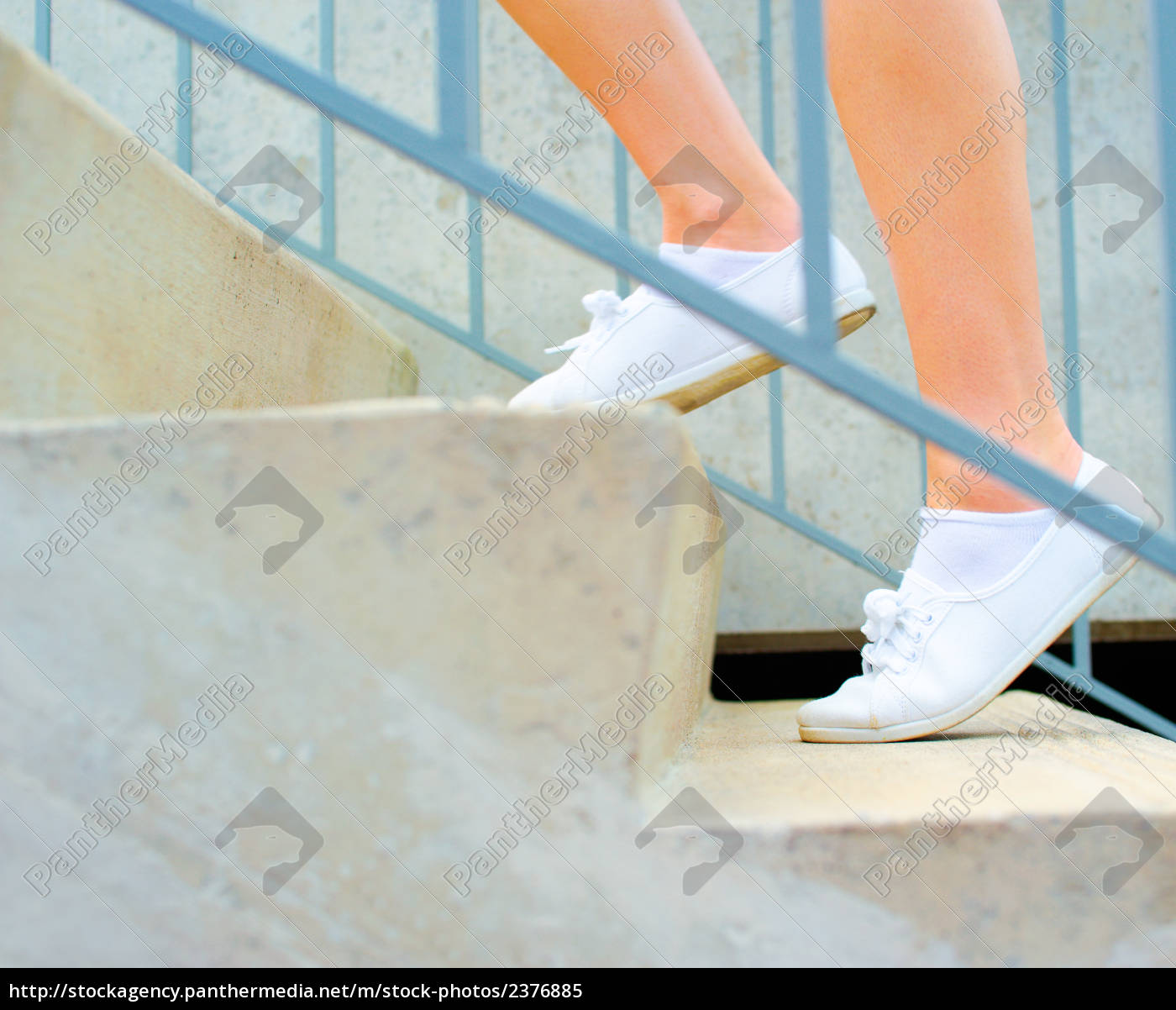 urban, mature, woman, exercising - 2376885