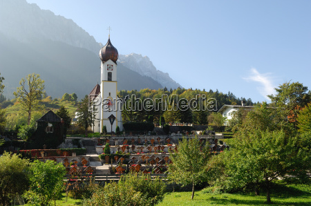 grainauer church before zugspitze