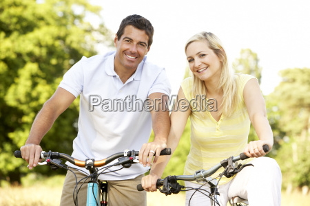 couple, riding, bikes, in, countryside - 2530045