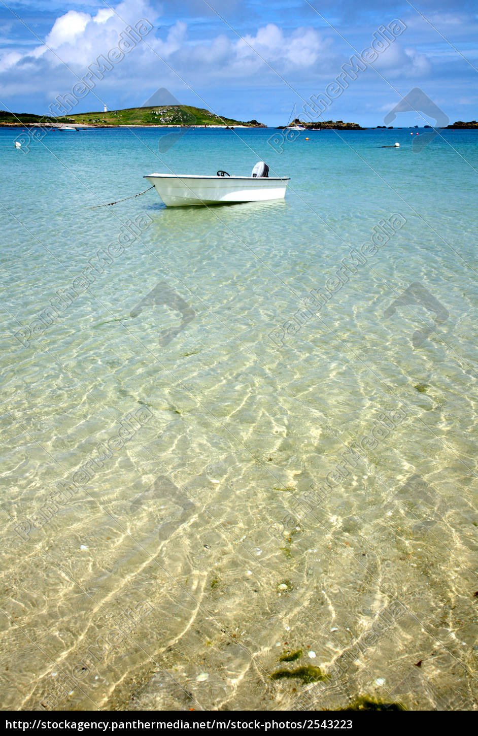 a, white, boat, floating, on, clear - 2543223
