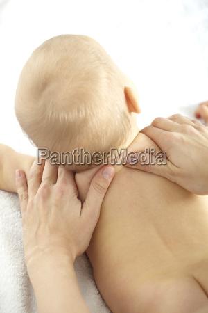 baby shoulder massage