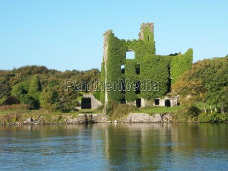 the ruins of menlo castle galway