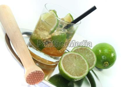caipirinha with fresh limes