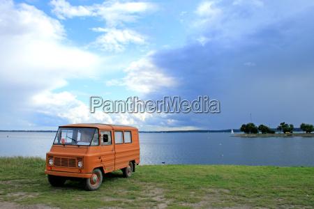 vintage camper parkedg at the lake