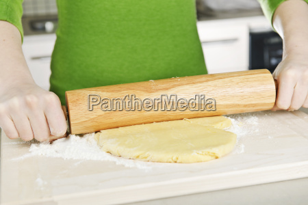 hands, with, rolling, pin, and, cookie - 2809115
