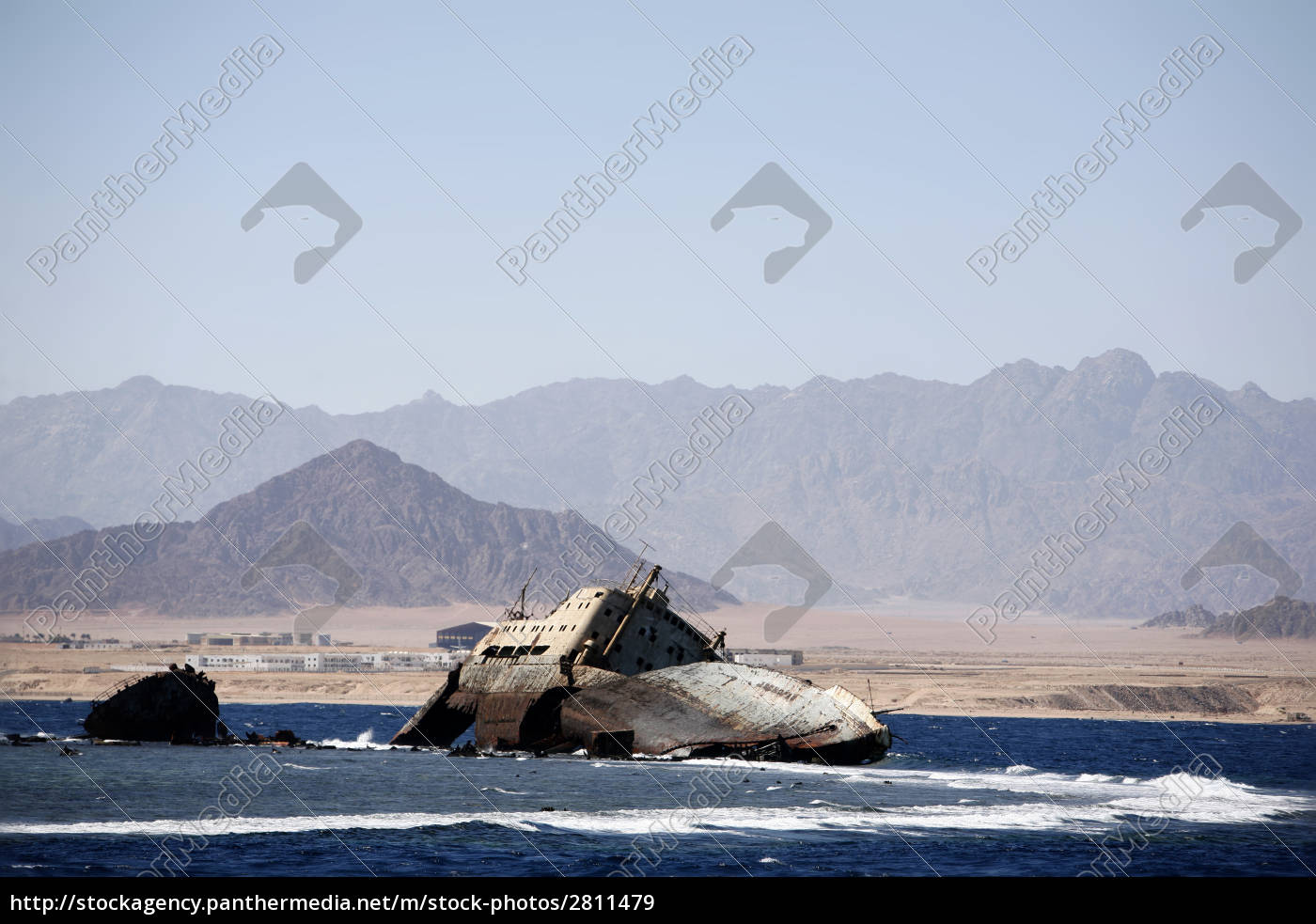 shipwreck, in, the, straits, of, tiran - 2811479