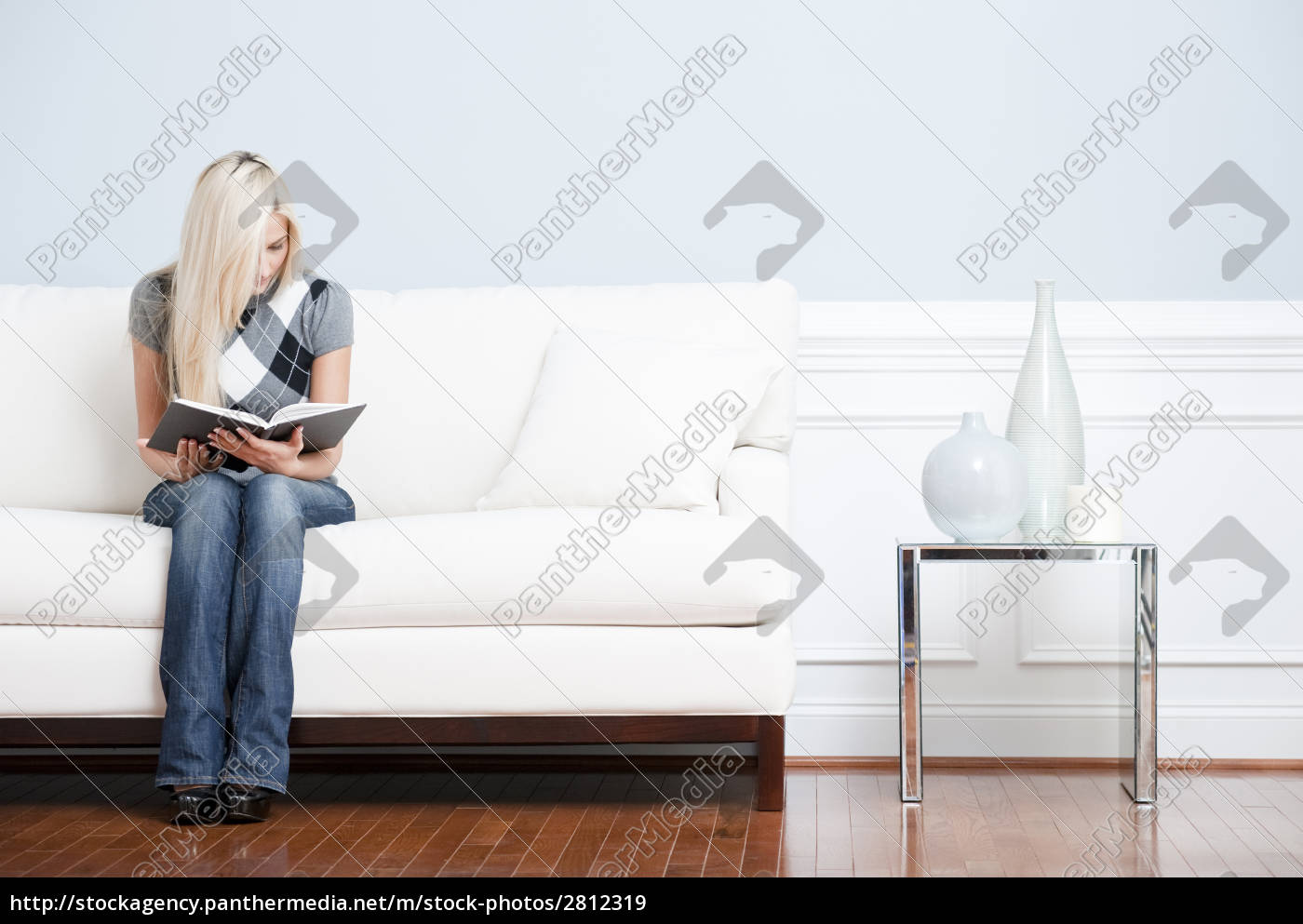 young, woman, sitting, on, sofa, reading - 2812319