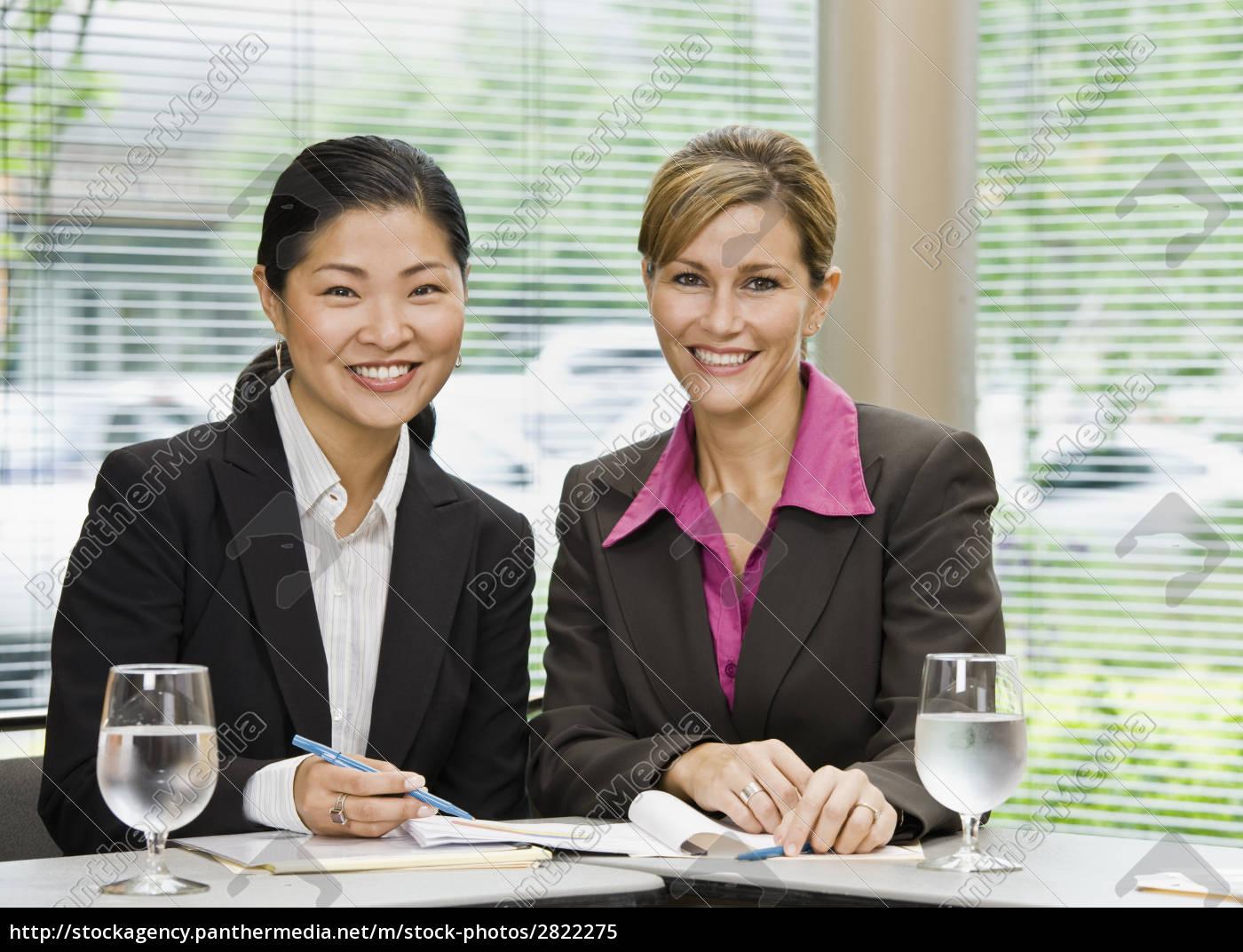 businesswomen, at, meeting - 2822275