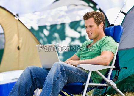 camper, using, laptop - 2822737