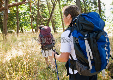couple, hiking, with, backpacks - 2822919