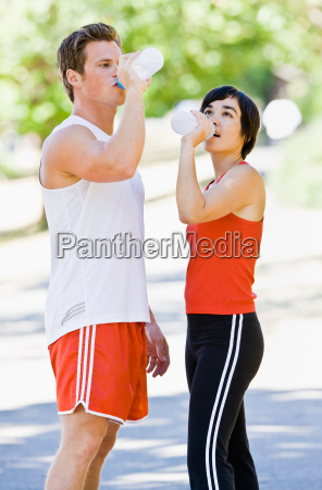 runners, drinking, water - 2822651